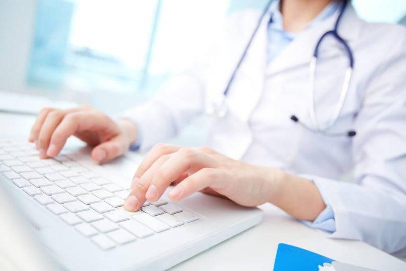 Quais são os riscos do mau atendimento no consultório médico?